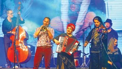 Dikanda moves Dhaka  with emotional performance