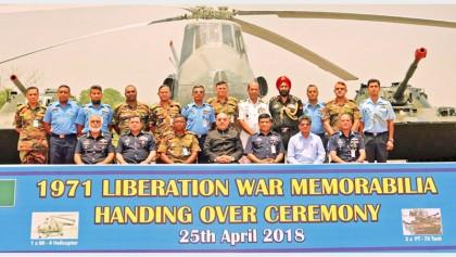 India gifts 1971 Independence War memorabilia to Bangladesh