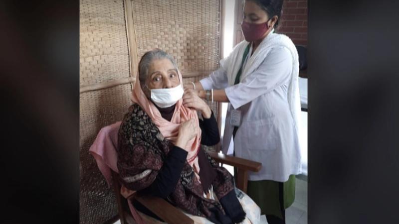 Raushan Ershad receives corona vaccine