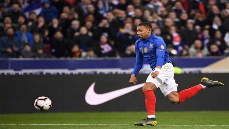 Mbappe leads France rout, Ronaldo injured in Portugal draw