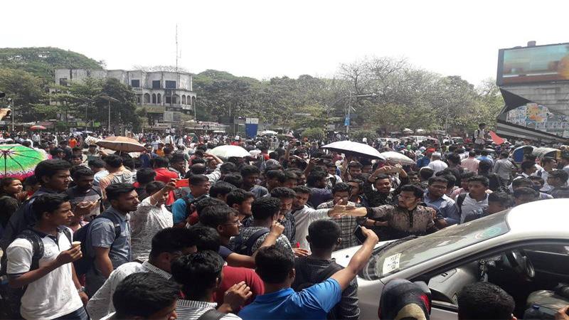 Students block Shahbagh demanding safer roads