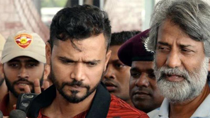 Mashrafe leaves Dhaka to join WC team