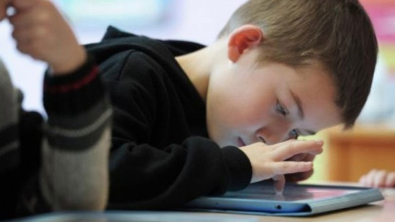 Apple urged to study iPhone addiction in children