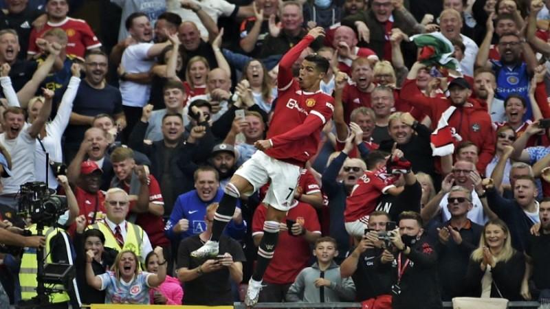Ronaldo scores 2 goals on glorious United return