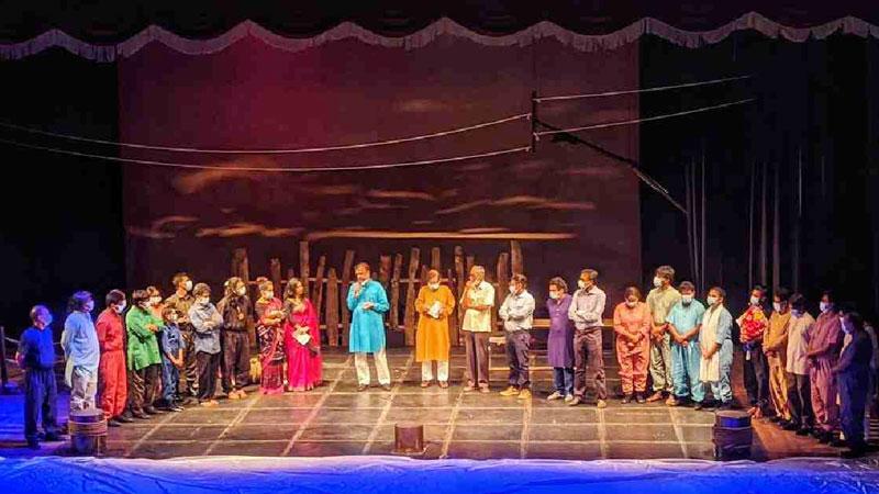 Dhaka Theatre's new play opens with metaphoric presentation on 'virus'