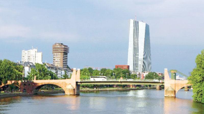 ECB to hunker down as eurozone outlook worsens