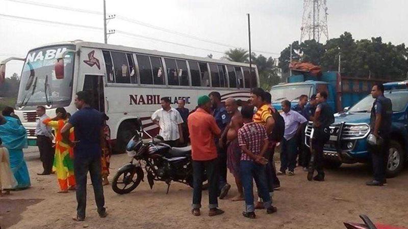2 hurt in firebombing on bus in Bogura