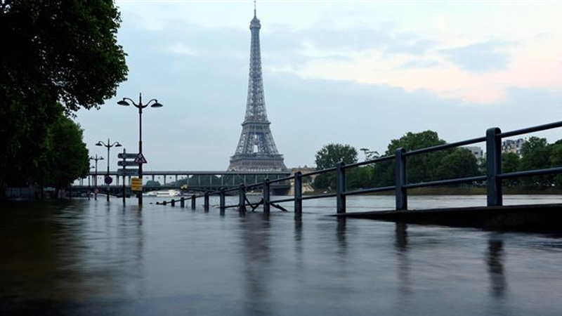 Global warming alters timing of floods in Europe