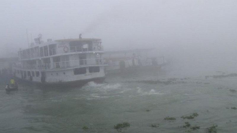 Fog halts Paturia-Daulatdia, Shimulia-Kathalbari ferry services