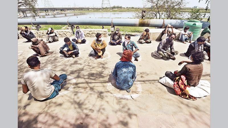 India lockdown turns into human tragedy