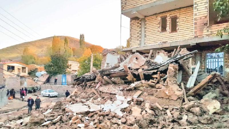 Iran quake kills 5, injures 300