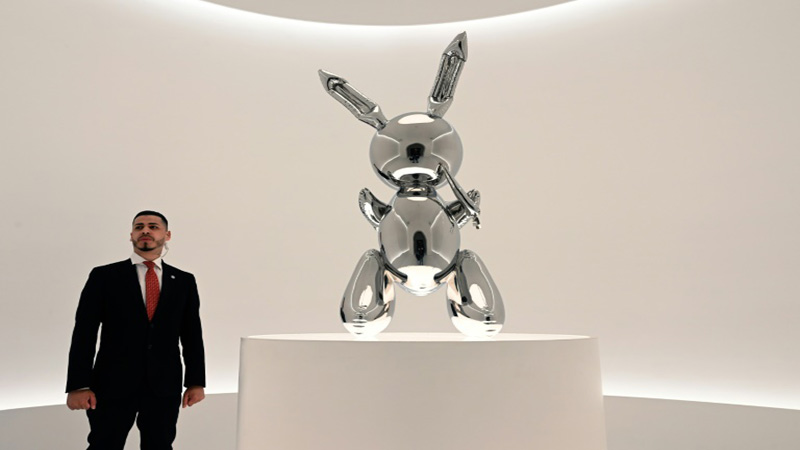 Jeff Koons work sells for $91.1 million, record for living artist