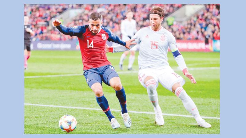 King late penalty denies Spain victory