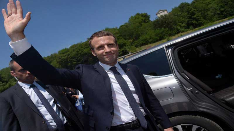 Macron marches to clear majority in French parliament