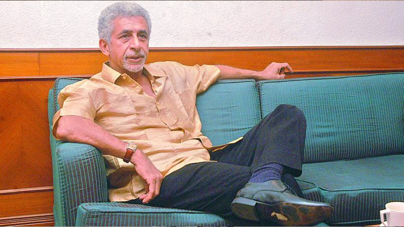 Naseeruddin Shah asks young actors to prioritize money