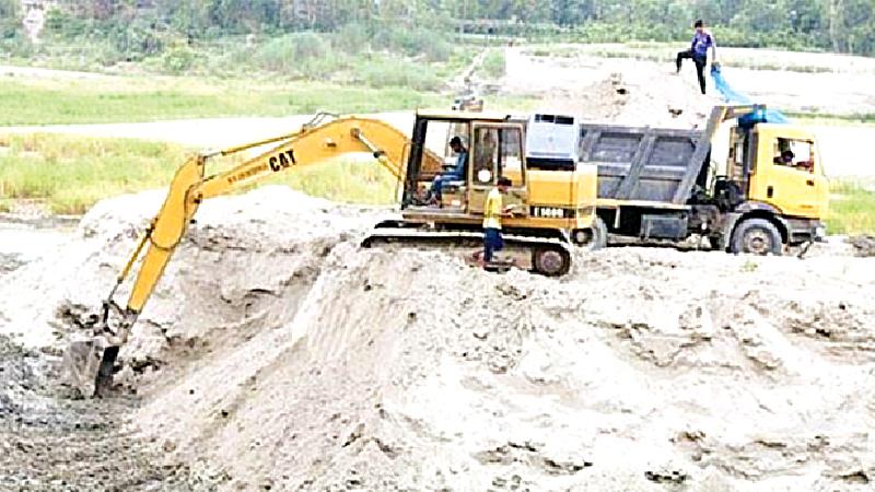 Sand lifting from Pungli threatens bridges and embankment
