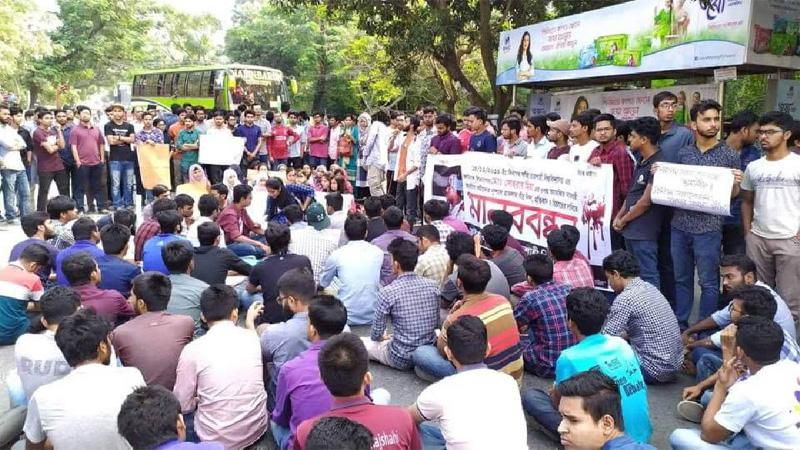 RU protesters block Dhaka-Rajshahi highway