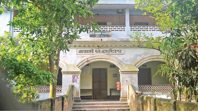 Discontent runs high among lawyers of Rajshahi court