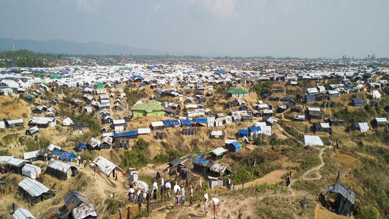 Criminal gangs taking control of Rohingya camps, report warns