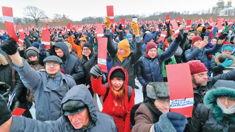 Thousands endorse Alexei  Navalny to challenge Putin