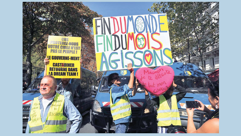 Scores arrested in Paris 'yellow vest' protests