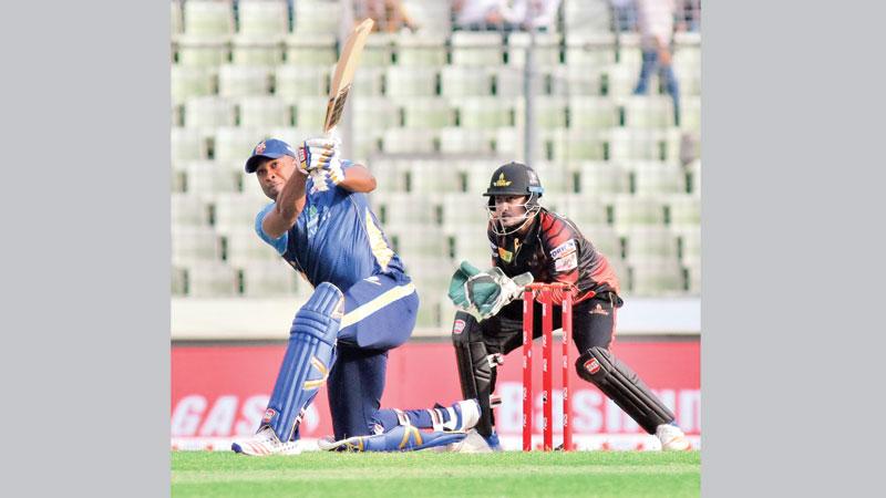 Dhaka go top after winning a thriller