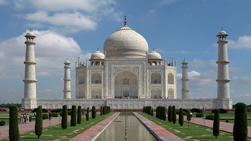 Taj Mahal 'at risk of being privatised'