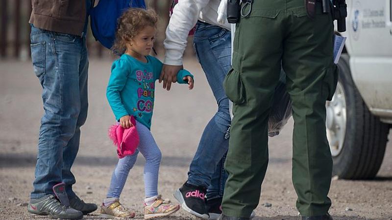 Supreme Court approves Trump's asylum curbs