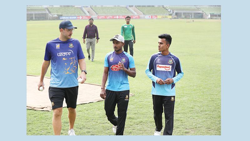 Vettori heaps praise on spinners