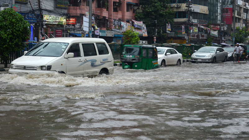 Rains disrupt life, send roads under water in Dhaka city