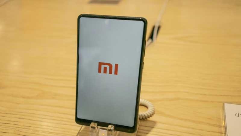 Shares in China's Xiaomi fall on Hong Kong debut
