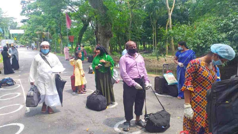 123 stranded Indians return home through Akhaura port