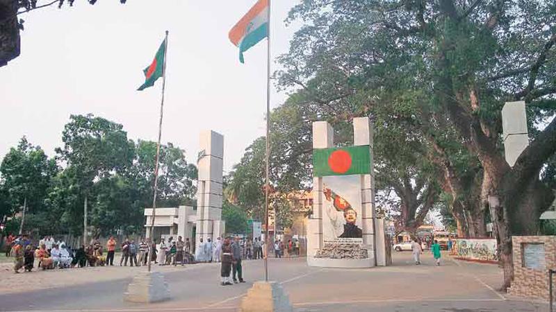 24 Bangladeshis held at Benapole border
