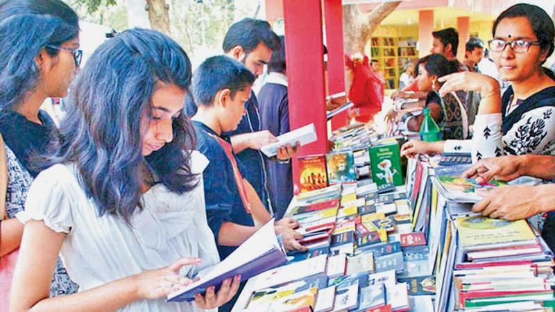 Book fair gradually gains momentum