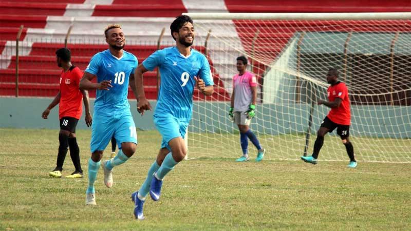 BPL Football: Dhaka Abahani take solo lead beating Arambagh 2-1