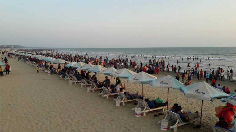 Cox's Bazar buzzing with Eid holidaymakers