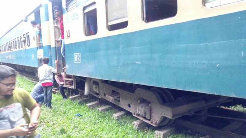 Train again derails in Moulvibazar