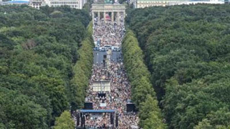 Climate change protesters burst British GP 'bubble'