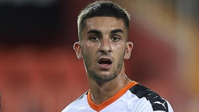 Man City sign Valencia winger Ferran Torres