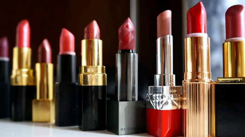 Evolution of lip colours