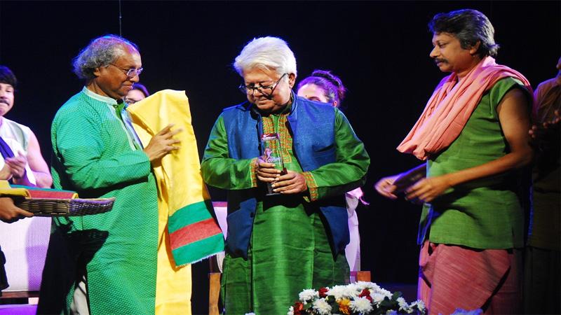 Mamunur Rashid receives lifetime honour