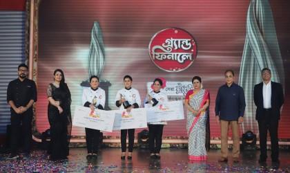 Chattogram's Sadia Taher wins Shera Radhuni 1427 award