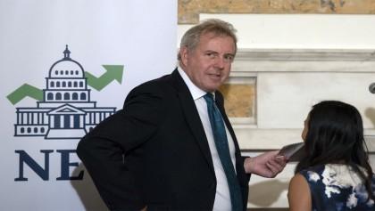 UK ambassador to US quits after leaked cables enrage Trump