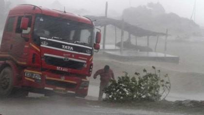 Severe cyclone hits eastern Indian coast; 2 killed