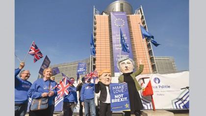 May at Brussels EU summit to urge short delay