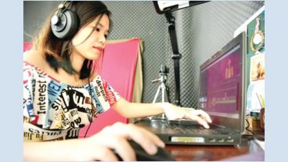 Cambodian blogger tackles taboos