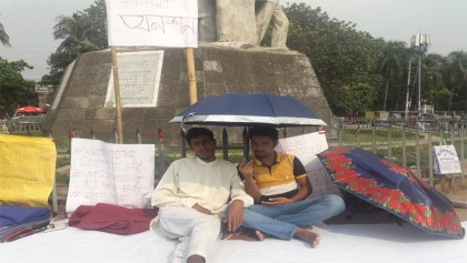 DU student continues hunger strike for retaking 'Gha' unit entry test