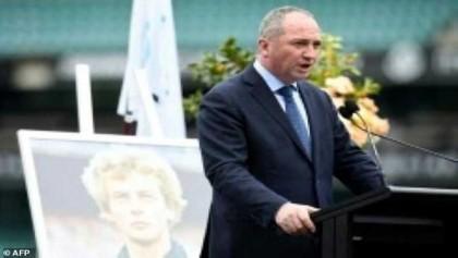 Pressure mounts on Australia deputy PM over affair