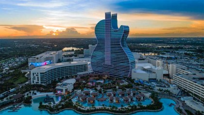 The first guitar-shaped hotel in the world!