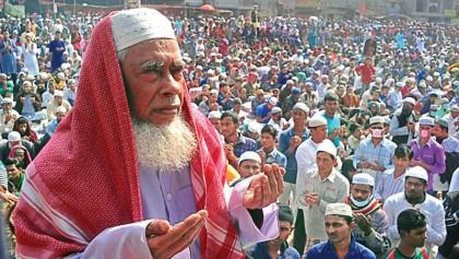 Devotees seek divine blessings at Akheri Munajat